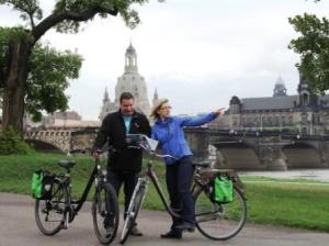 Fahrradfahrer am Elberadweg in Dresden