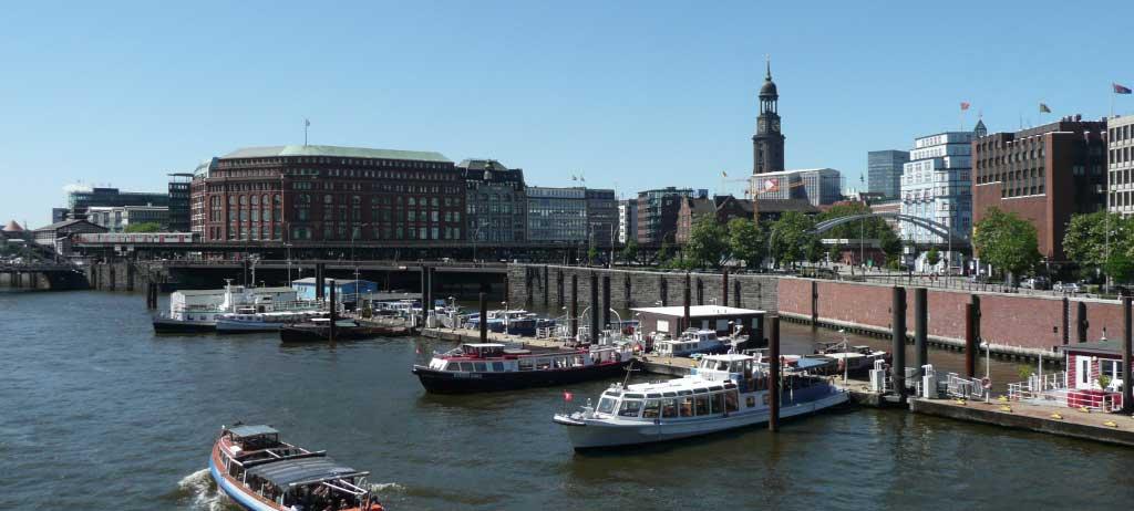 Hamburg-am-Elberadweg-c-AugustusTours