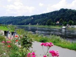 Elberadweg in der Sächsischen Schweiz (c) AugustusTours