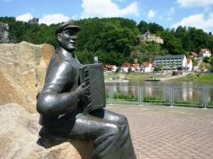Ausflugsziel am Elberadweg: Kurort Rathen in der Sächsischen Schweiz (C) AugustusTours