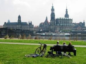 Dresden Elbsilhouette am Elberadweg (c) AugustusTours