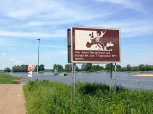 Uferwechsel des Elberadweges per Fähre © AugustusTours