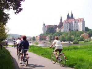 Radfahrer am Elberadweg in Meißen (c) AugustusTours