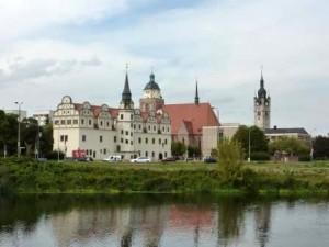 Dessau mit Schloss und Rathausturm (c) AugustusTours