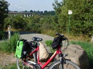 Am Mulderadweg bei der Muldenbrücke bei Pouch (C) AugustusTours