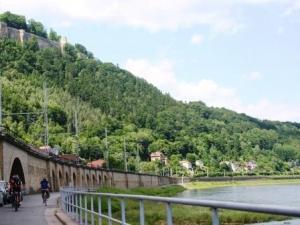 Elberadweg im Elbsandsteingebirge (c) AugustusTours