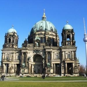Berliner Dom und Fernsehturm (c) AugustusTours