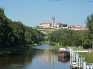 Plavebni Kanal und Schloss Melnik am Moldauradweg (c) AugustusTours