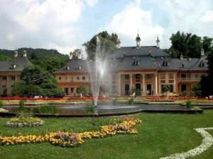 Schloss Pillnitz am Elberadweg (c) AugustusTours
