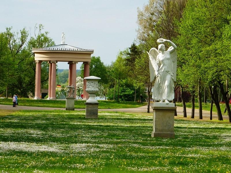 Schlossgarten Neustrelitz am Havelradweg (c) AugustusTours