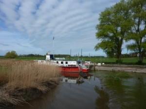 Schiff auf der Wedeler Au (c) AugustusTours