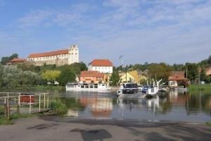 Wettiner Schloss am Saaleradweg (C) AugustusTours